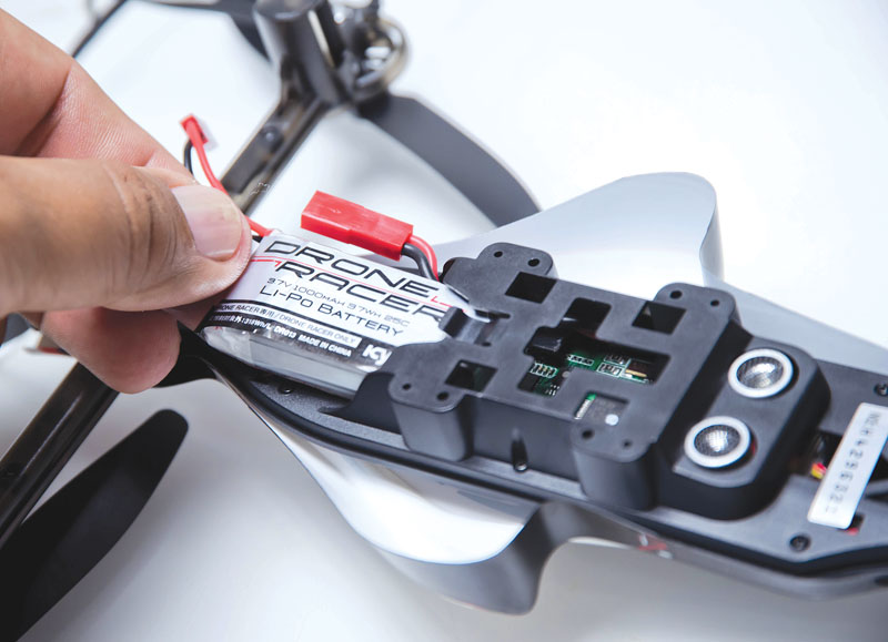 Drone Reviews: Kyosho Drone Racer -Battery Install